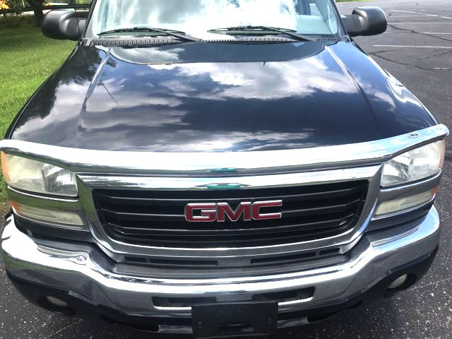 2005 GMC Sierra 2500 SLE Knoxville, Tennessee 1