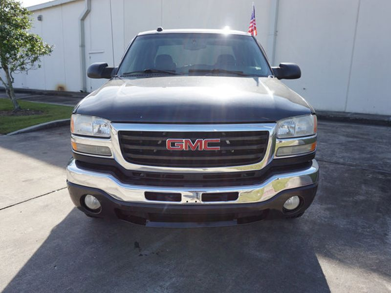 2005 GMC Sierra 2500HD SLE  city LA  AutoSmart  in Harvey, LA