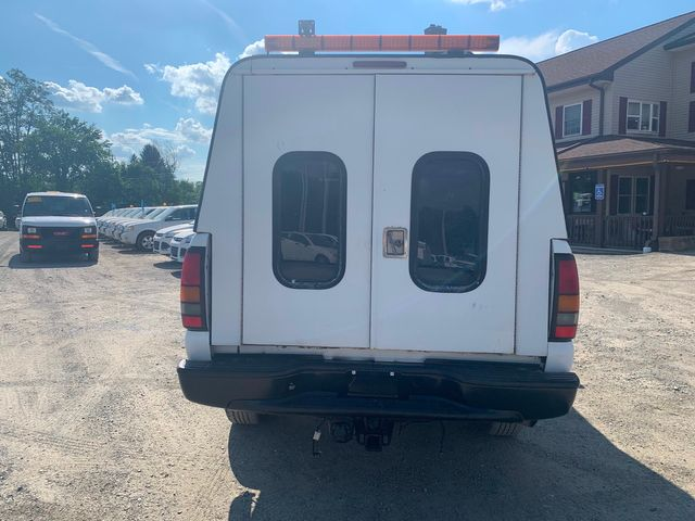 2005 GMC Sierra 2500HD Work Truck Hoosick Falls, New York 3