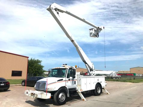 2005 International 4300 BUCKET TRUCK  in Fort Worth, TX