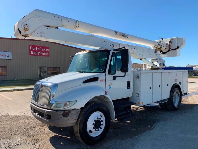 2005 International 4300 BUCKET TRUCK   city TX  North Texas Equipment  in Fort Worth, TX