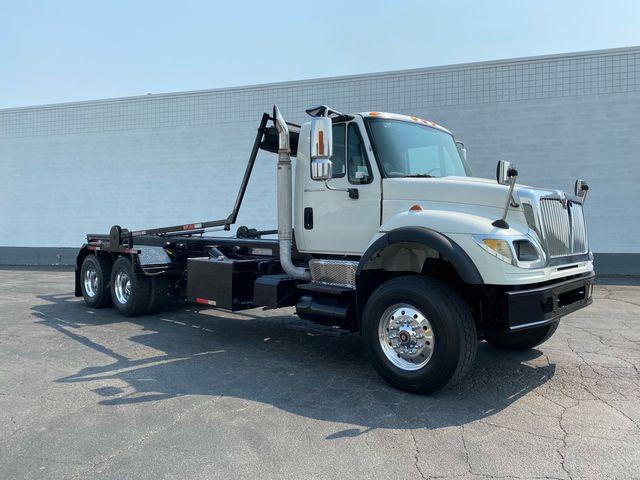 2005 International 7600 Roll Off Dumpster Truck