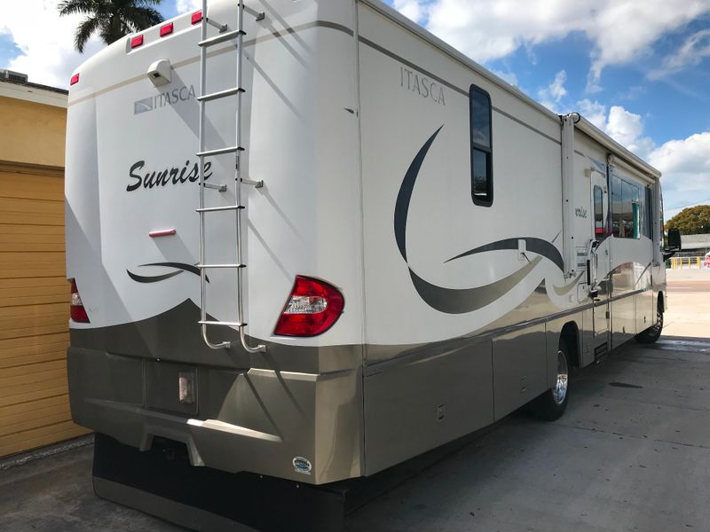2005 Winnebago PRICE REDUCEDItaska Sunrise  38J 3 Slides WD combo   city FL  Manatee RV  in Palmetto, FL