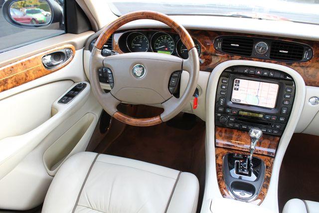 2005 Jaguar XJ VANDEN PLAS NAVIGATION SERVICE RECORDS in Van Nuys, CA 91406