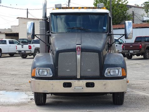 2005 Kenworth T 300    Pleasanton, TX   Pleasanton Truck Company in Pleasanton, TX