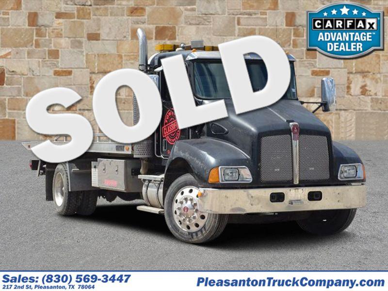 2005 Kenworth T 300    Pleasanton, TX   Pleasanton Truck Company in Pleasanton TX