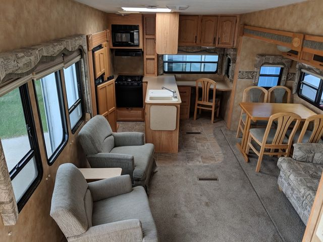 2005 Keystone Laredo 29GS Mandan, North Dakota 12