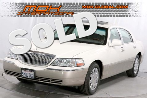 2005 Lincoln Town Car Signature Limited - Sunroof - 17