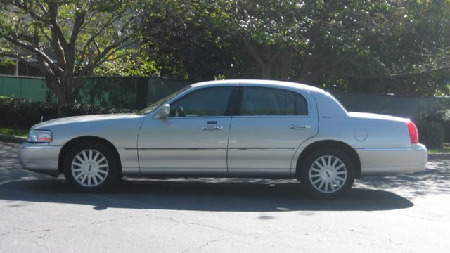 2005 Lincoln Town Car Signature Atlanta, Georgia 1