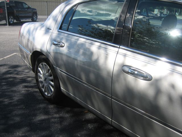 2005 Lincoln Town Car Signature Atlanta, Georgia 14