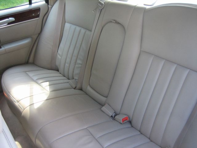 2005 Lincoln Town Car Signature Atlanta, Georgia 28