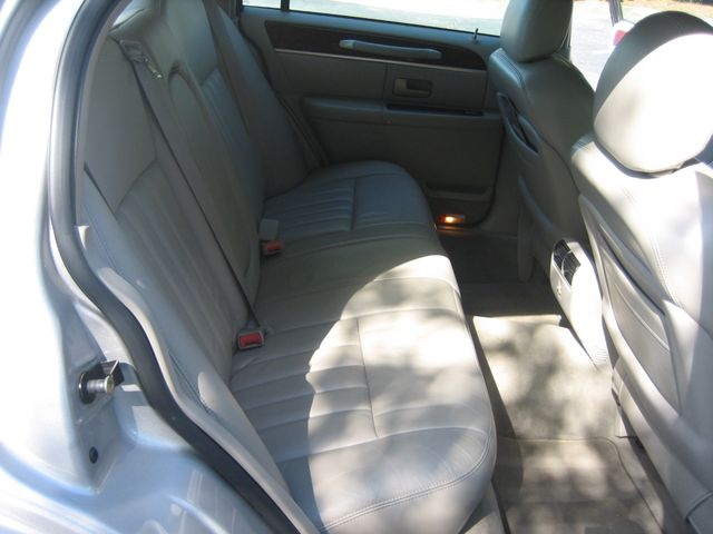 2005 Lincoln Town Car Signature Atlanta, Georgia 29
