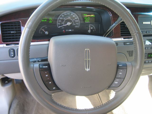 2005 Lincoln Town Car Signature Atlanta, Georgia 38