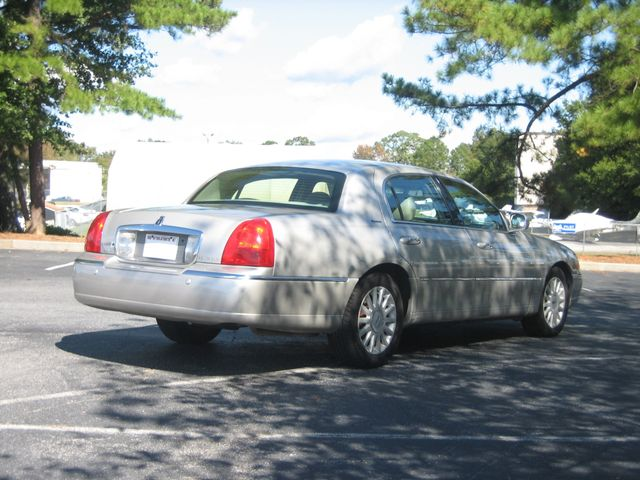 2005 Lincoln Town Car Signature Atlanta, Georgia 4