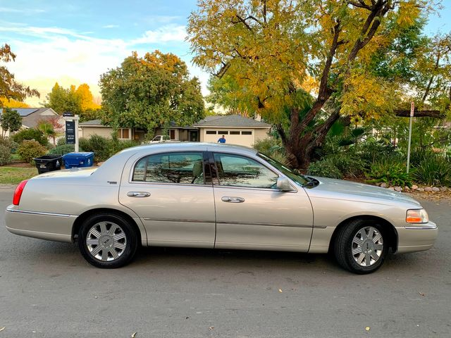 2005 Lincoln TOWN CAR SIGNATURE LIMITED SERVICE RECORDS in Van Nuys, CA 91406