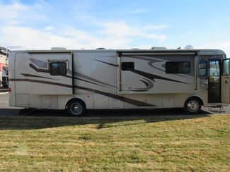 2005 Monaco Knight 38PDQ 4 SLIDES Bend, Oregon 3