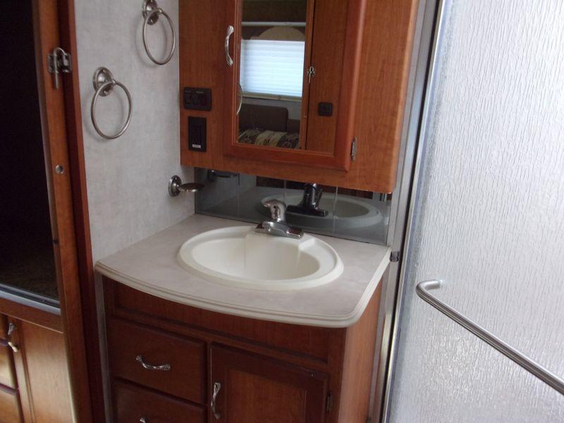 2005 National Dolphin 5355LE  city FL  Manatee RV  in Palmetto, FL