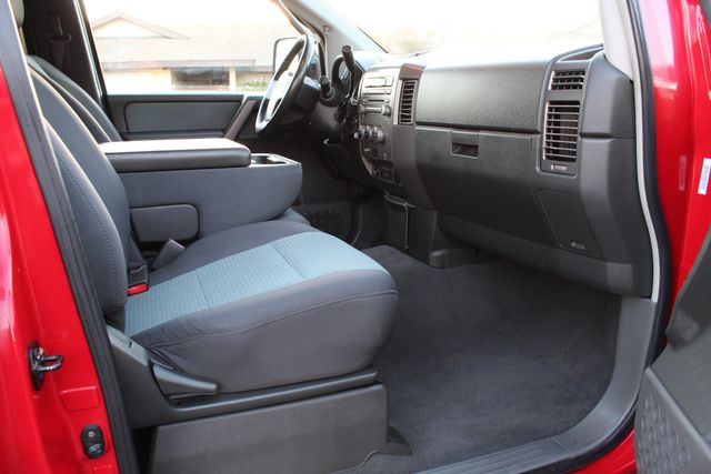 2005 Nissan TITAN SE 4WD ONLY 40K ORIGINAL MLS 1-OWNER AUTOMATIC A/C in Woodland Hills CA, 91367