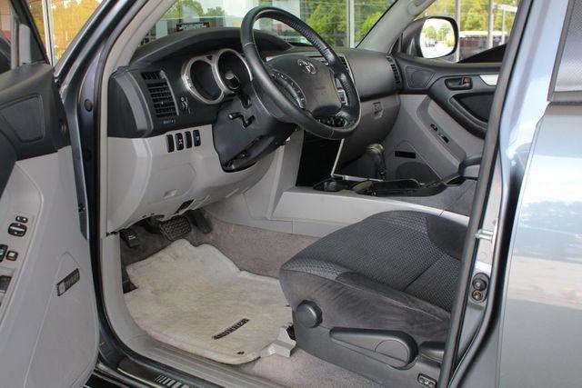 2005 Toyota 4Runner SR5 Sport 4WD- JBL SOUND - CARGO SYSTEM - 4.7L V8! Mooresville , NC 27