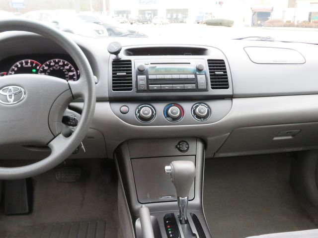 2005 Toyota Camry LE Batesville, Mississippi 24