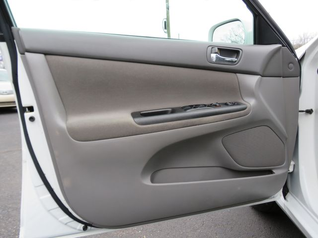 2005 Toyota Camry LE Batesville, Mississippi 18