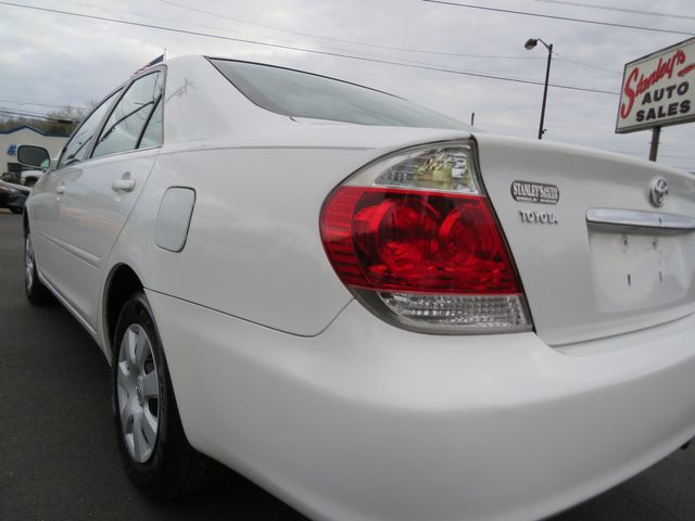 2005 Toyota Camry LE Batesville, Mississippi 8