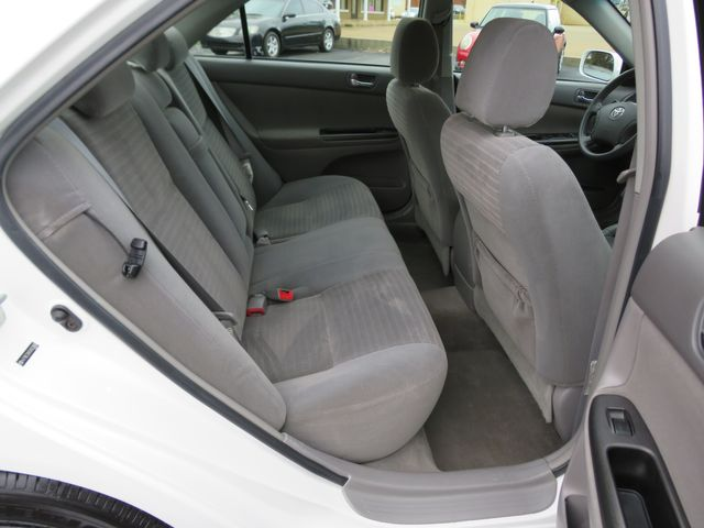 2005 Toyota Camry LE Batesville, Mississippi 28