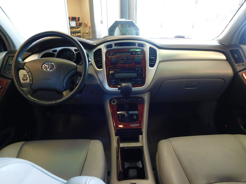2005 Toyota Highlander Limited  city TN  Doug Justus Auto Center Inc  in Airport Motor Mile ( Metro Knoxville ), TN