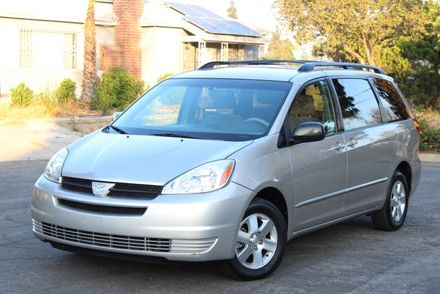 2005 Toyota SIENNA LE DVD AUTOMATIC 1-OWNER SERVICE RECORDS in Woodland Hills CA, 91367