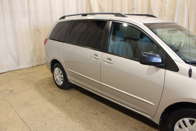 2005 Toyota Sienna LE in Roscoe IL, 61073