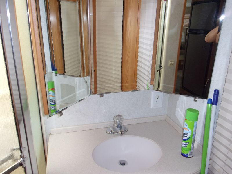 2005 Winnebago ADVENTURER 35FT   city FL  Manatee RV  in Palmetto, FL