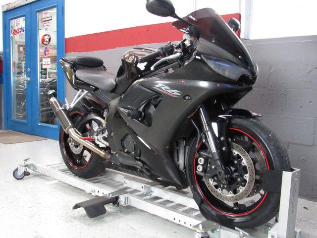 2005 Yamaha YZF-R6 in Dania Beach , Florida 33004