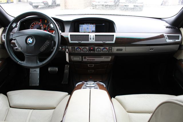 2006 BMW 750Li NAVIGATION XENON NEW TIRES SUNROOF SERVICE RECORDS in Van Nuys, CA 91406