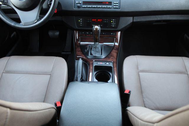 2006 BMW X5 4.4i SPORTS PKG NAVIGATION LOADED 1-OWNER SERVICE RECORDS in Woodland Hills, CA 91367