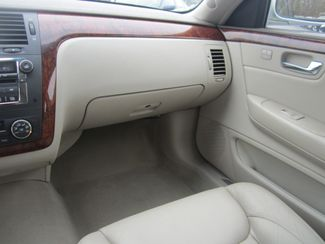 2006 Cadillac DTS w/1SC Batesville, Mississippi 25
