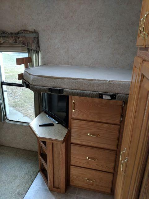 2006 Cedar Creek Silverback 33LBHTS Mandan, North Dakota 7