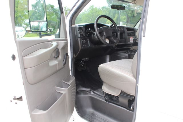 2006 Chevy Express G3500 10 Passenger Collins Shuttle Bus - Low Miles C6Y SRW Irving, Texas 31