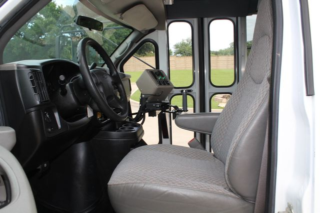 2006 Chevy Express G3500 10 Passenger Collins Shuttle Bus - Low Miles C6Y SRW Irving, Texas 33