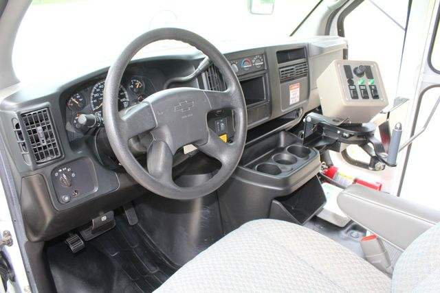 2006 Chevy Express G3500 10 Passenger Collins Shuttle Bus - Low Miles C6Y SRW Irving, Texas 35