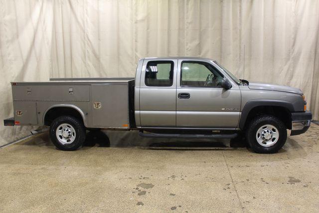 2006 Chevrolet Silverado 2500 Utility Truck in Roscoe, IL 61073
