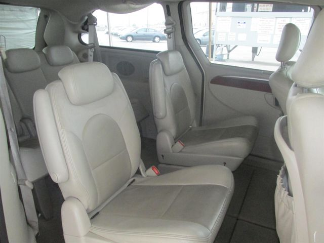 2006 Chrysler Town & Country Limited Gardena, California 11