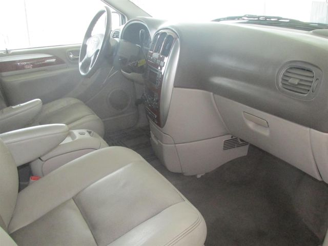 2006 Chrysler Town & Country Limited Gardena, California 7