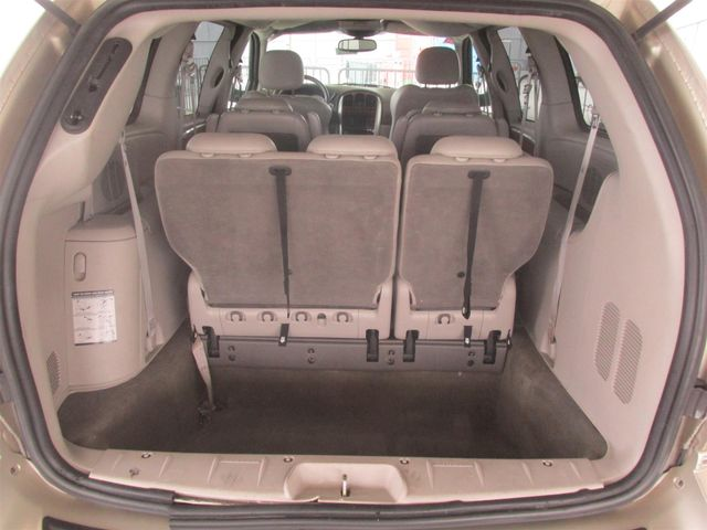 2006 Chrysler Town & Country Limited Gardena, California 10