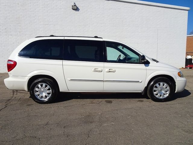 2006 Chrysler Town & Country Touring Madison, NC 1
