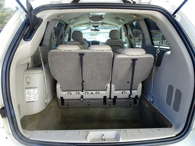 2006 Chrysler Town & Country Touring Madison, NC 11