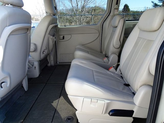 2006 Chrysler Town & Country Touring Madison, NC 23