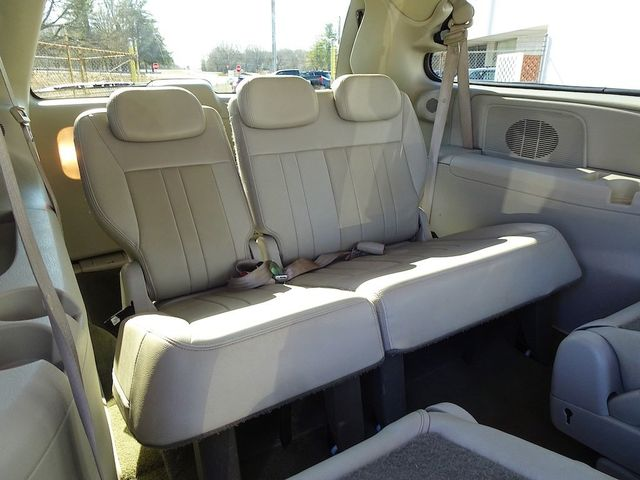 2006 Chrysler Town & Country Touring Madison, NC 26