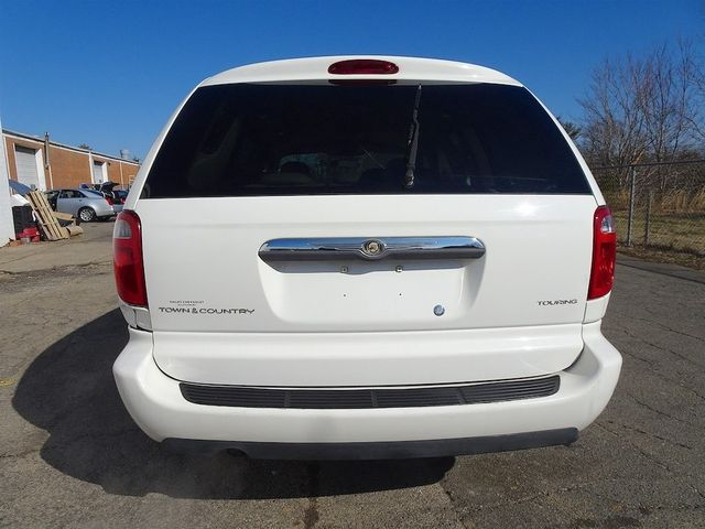 2006 Chrysler Town & Country Touring Madison, NC 3