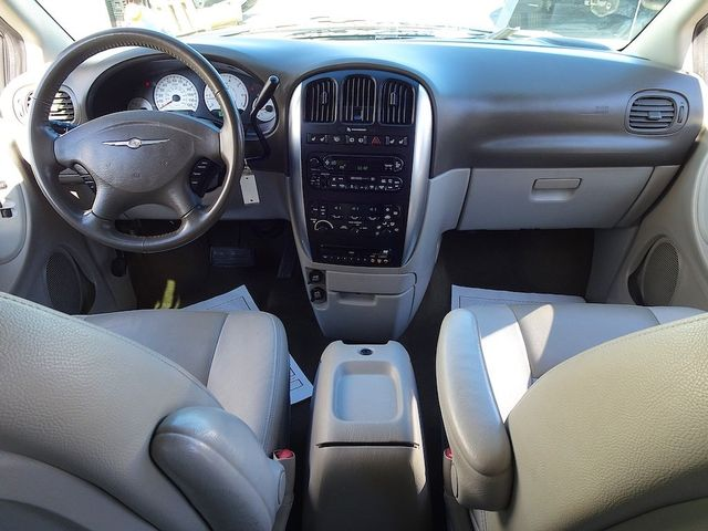2006 Chrysler Town & Country Touring Madison, NC 30