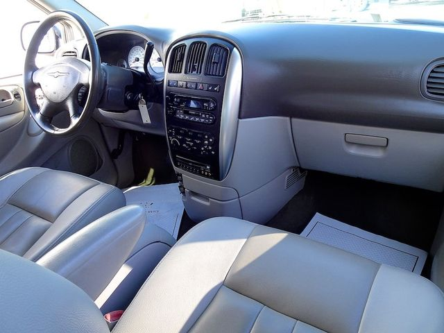 2006 Chrysler Town & Country Touring Madison, NC 32